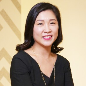 Headshot of Seina Lee, PharmD, MS, IBD DAS Commercial Strategy Lead, Immunology, Janssen Asia Pacific