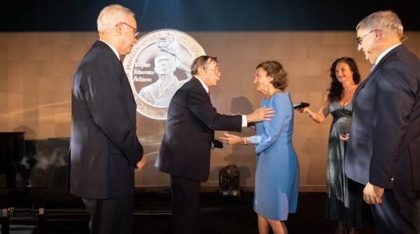 Honoring 2019 Dr. Paul Janssen Award Winners, Drs. Hartl and Horwich