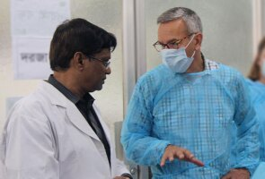 Peter Fasolo visits a Dhaka hospital neonatal intensive care & kangaroo mother care unit