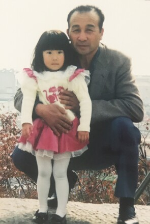 A young Ayaka Sasaki with her grandfather Kiyoshi