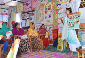 A pregnancy counseling session in the Rayerbazar slum in Dhaka, Bangladesh
