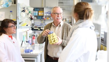 FrFranz-Ulrich Hartl M.D. in the laboratory