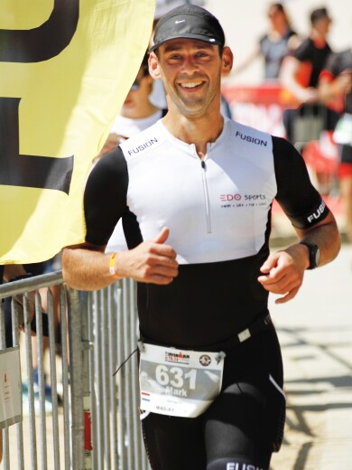 Mark van Ooij competing in a triathlon