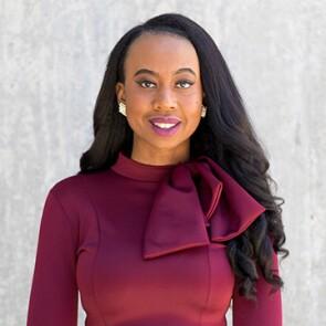 Attractive feminine-presenting person, Headshot of Alisha Bridges, a psoriasis advocate.