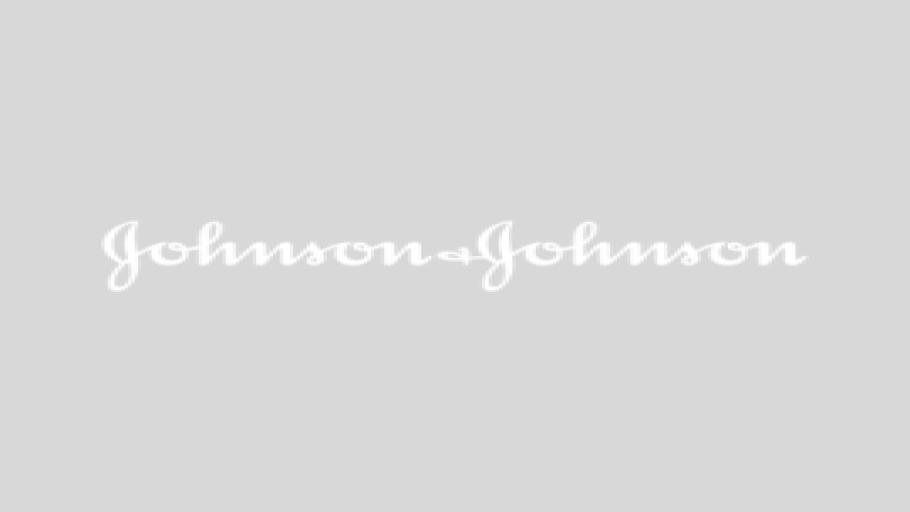 Ali Wentworth talks to Kyle MacLachlan