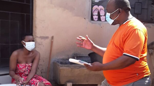 Frontline health worker Vusumuzi Christopher Mnqayi speaking with a patient