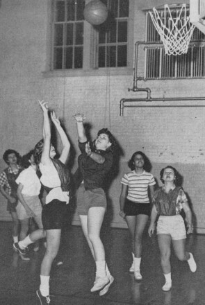 Members of the 1955 Johnson & Johnson women's basketball team playing in a game